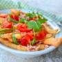 Straccetti di pizza rucola e pomodori