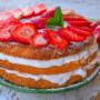 Torta fragole e crema al latte con ricotta