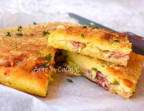 Torta salata di patate e prosciutto in padella