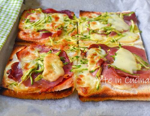 Pizza di pancarrè con speck e zucchine