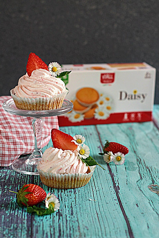 Belle, facili e deliziose le Tortine Daisy VIALL con Mousse di Fragole