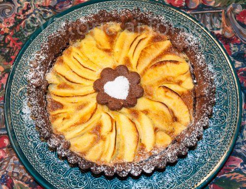 Crostata di mele con cacao e nocciole, ricetta golosa