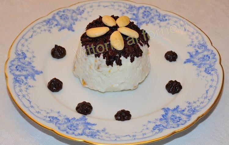 Semifreddo al miele, frutta secca e cioccolato