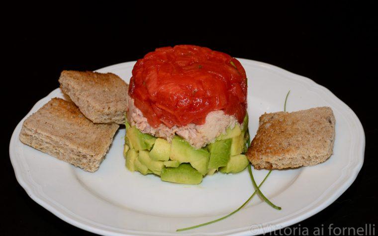 Zuccotto salato con tonno, pomodori e avocado