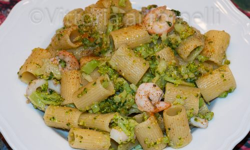 Pasta con broccoli e gamberetti