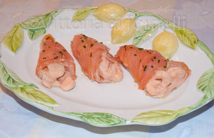 involtini di salmone affumicato-con gamberetti in salsa rosa