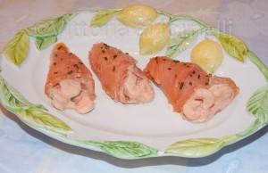 involtini di salmone affumicato con gamberetti in salsa rosa
