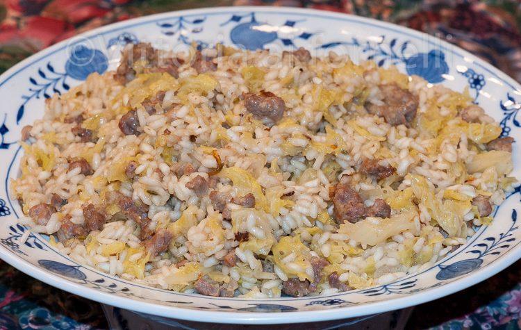 Risotto con la verza e la salsiccia, facile e gustoso