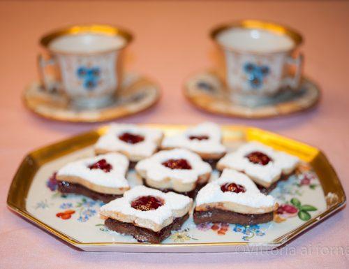 Biscotti cioccolato e lamponi con marmellata, facili e golosi