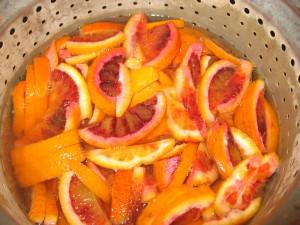 scorzette di arancia candite, prima acqua