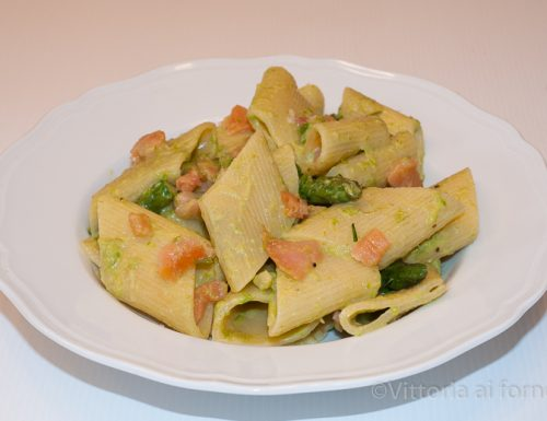 Pasta asparagi e salmone, ricetta primaverile