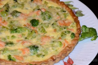 quiche con salmone e broccolett
