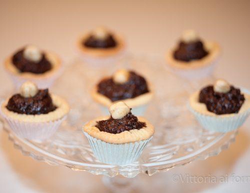 Tartellette con cioccolato fondente e nocciole