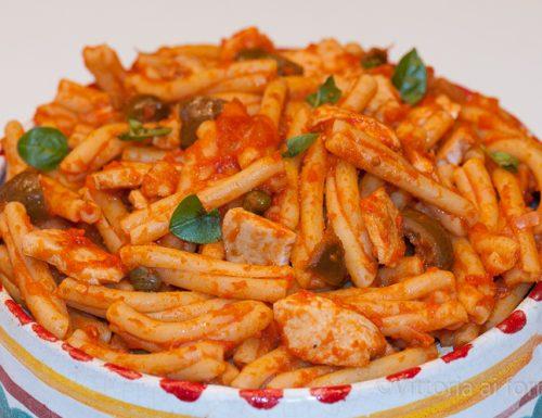 Pasta con pesce spada all'agghiotta, ricetta tradizionale