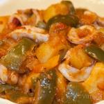 calamari con patate e peperoni