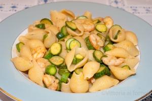 pasta con zucchine e gamberi al curry