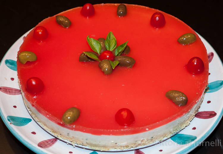 cheesecake salata con tonno e pomodori