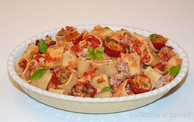 Pasta con pomodorini gratinati e tonno