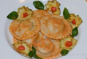 Ravioli di Russello con zucchine fritte, provola e pesto