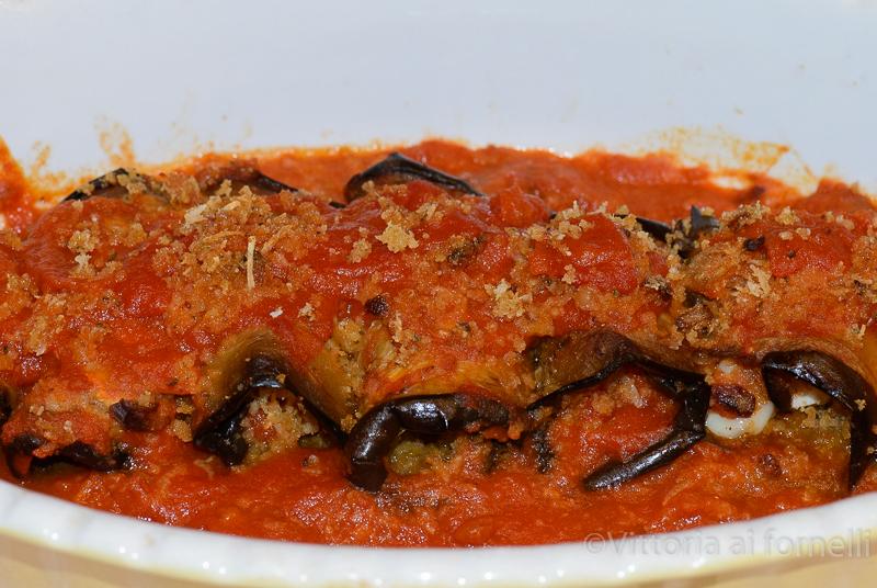 involtini siciliani di melanzane in salsa di pomodoro