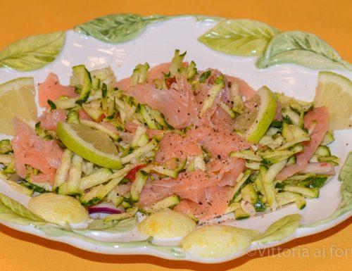 Insalata di salmone affumicato con carpaccio di zucchine