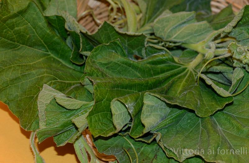 pasta con i tenerumi, foglie
