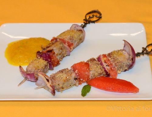 Spiedini di tonno con crema di peperoni e basilico