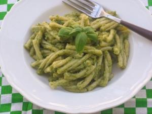 pasta con pesto di zucchine e basilico