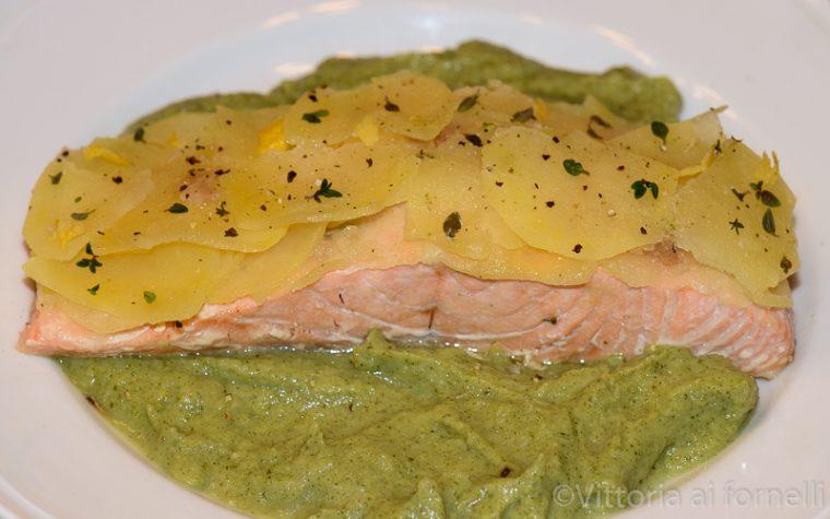 Filetto di salmone con patate e crema di broccoli
