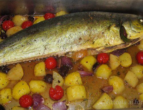 Lampuga al forno con patate e olive