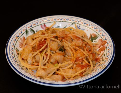 Spaghetti con cavolo rapa, ricetta siciliana