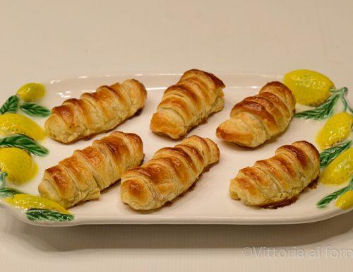 Cannoli di indivia belga con prosciutto e formaggio