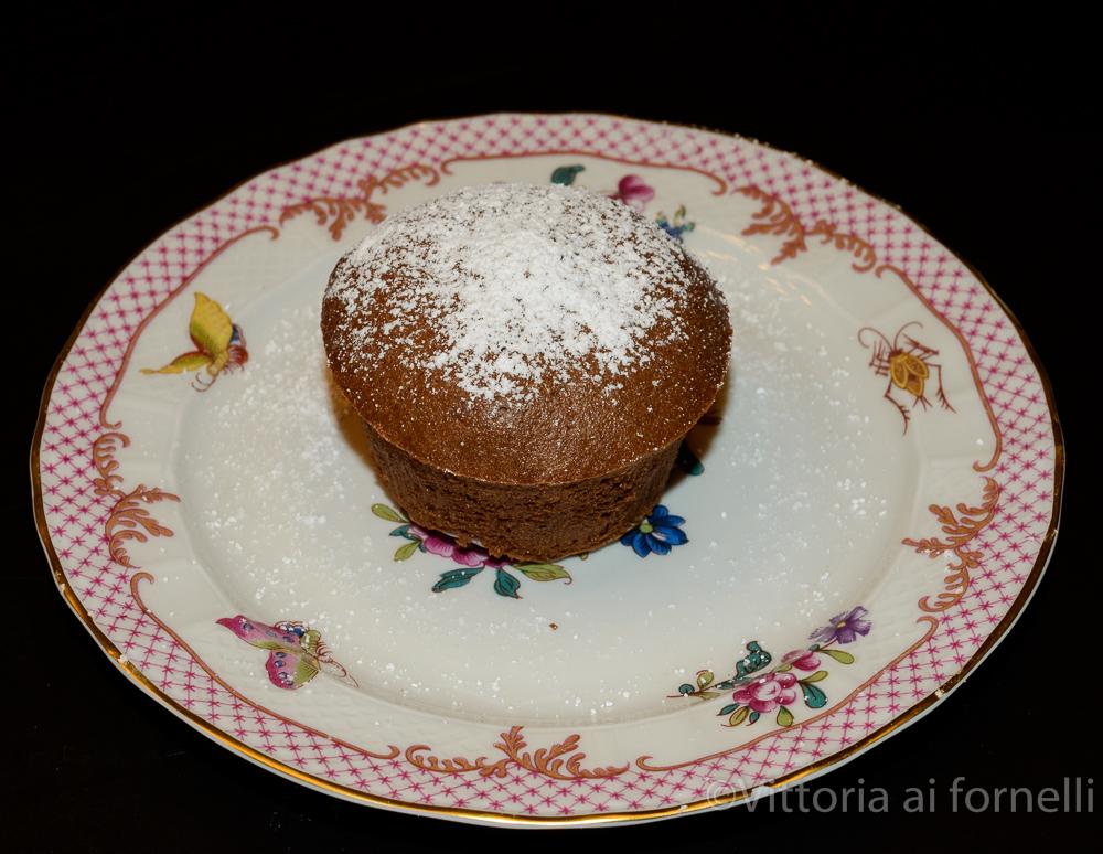 tortino al cioccolato con cuore di fragola