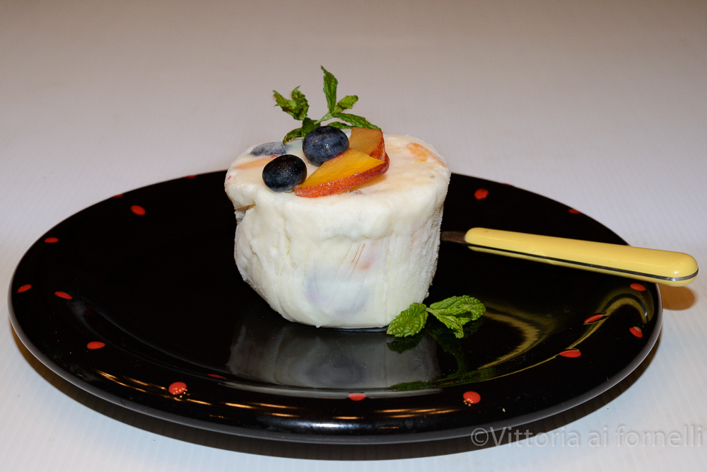 Semifreddo di yogurt e frutta, ricetta senza uova