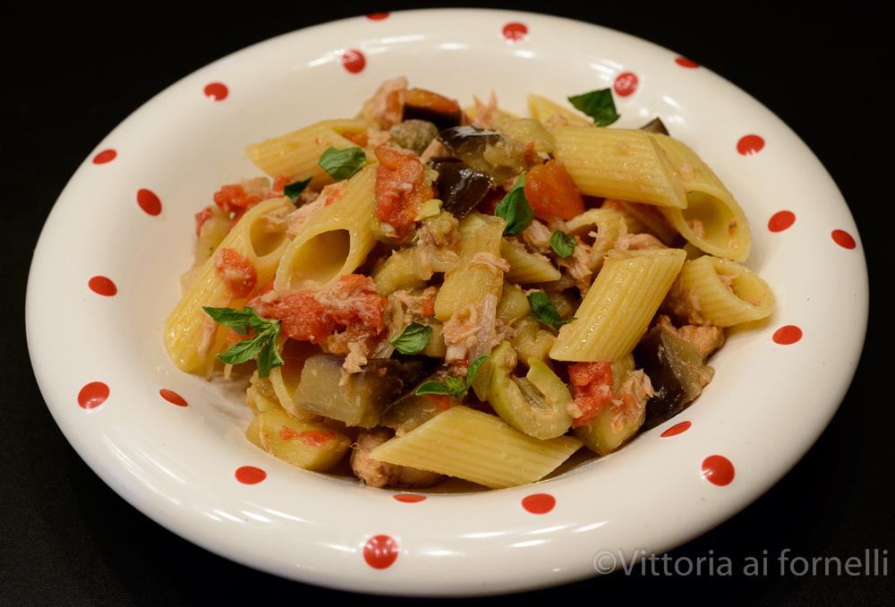 Pasta con melanzane e tonno, ricetta siciliana