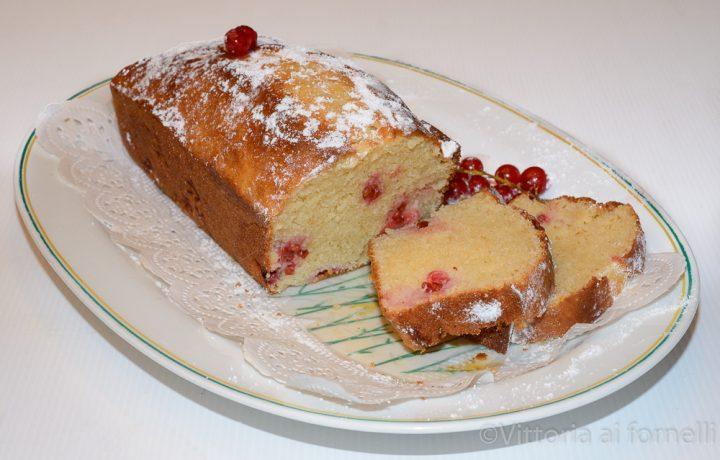 Plumcake allo yogurt con ribes rosso