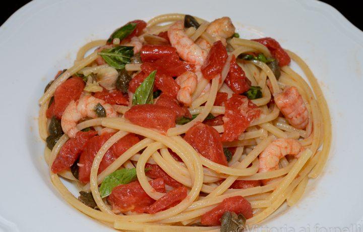 Spaghetti con gamberi e pomodoro fresco