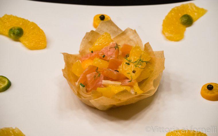 Insalata di salmone in cestino di pasta phyllo