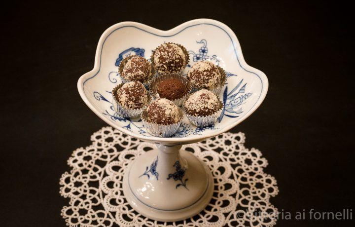 Tartufini di cioccolato e pandoro, ricetta veloce