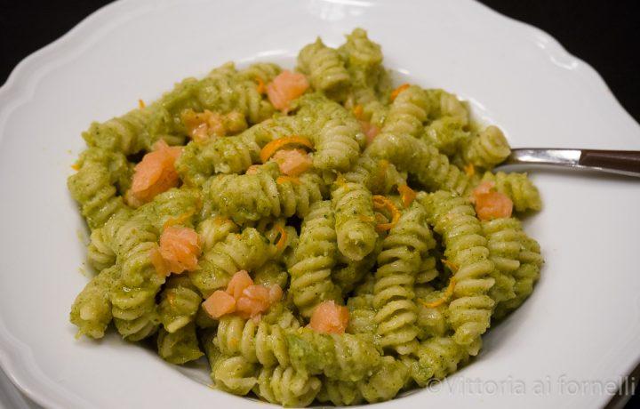 Pasta con crema di broccoli, salmone e arancia