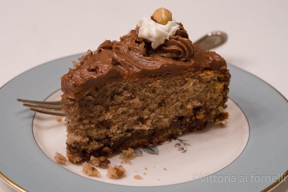 torta morbida alla nocciola, fetta