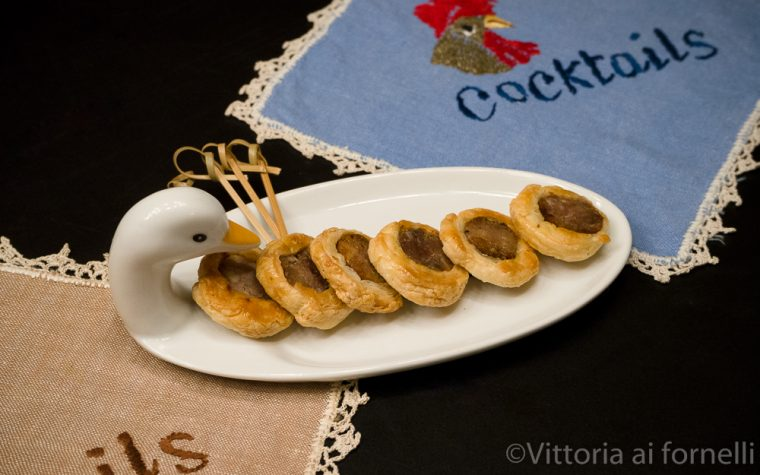 Mini rustici con salsiccia, stuzzichini per aperitivo