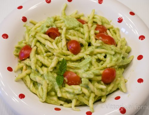 Trofie con crema di zucchine, robiola e pomodorini