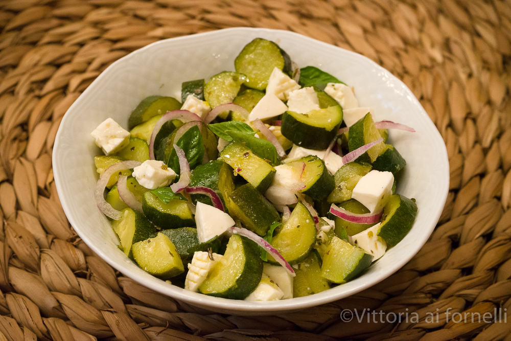 insalata di zucchine marinate e caprino