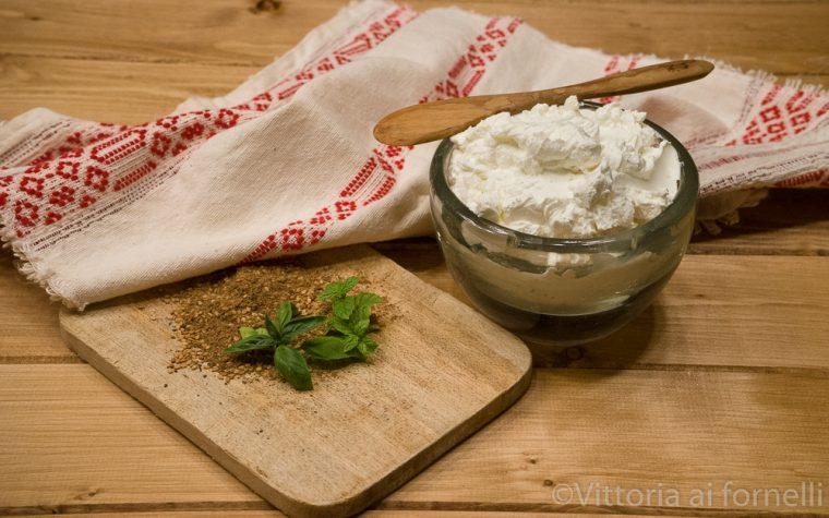 Labneh, formaggio spalmabile, ricetta mediorientale