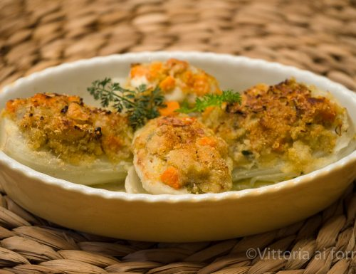 Finocchi gratinati ripieni con formaggio e verdure