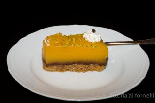 Torta di mandarino e cioccolato, una fetta