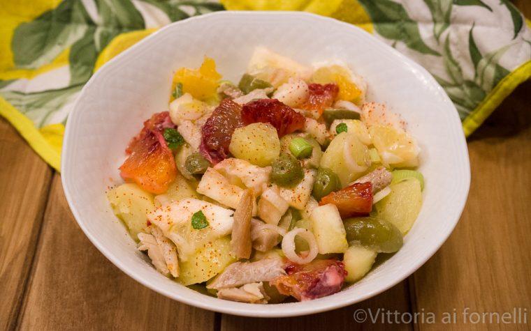 Insalata di aringhe con patate, piretto e arancia