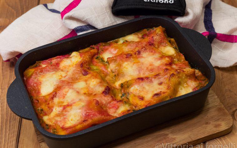 Lasagne ricotta e spinaci in padella con mozzarella e pomodoro