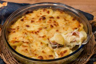tortino di patate con mozzarella e prosciutto